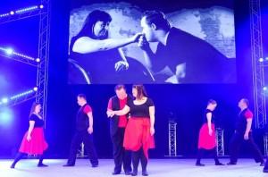 Во 2013 година, Ларондина настапија во музичкото шоу Мув ит (Move it)