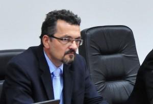 Претседателот на Судскиот совет Зоран Караџовски Претседателот на Судскиот совет Зоран Караџовски за САКАМДАКАЖАМ.МК потврди дека добил известување со ваква содржина, со 15 кратки потписи и дека ќе го земе предвид, иако известувањето, како што рече, било анонимно, без имиња и презимиња на потпишаните.