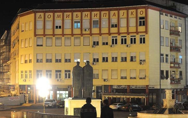 """Автор на станбено – деловниот објект """"Ибни Пајко"""" е Глигорие Томиќ (1886 – 1971) по потекло од Крушево, а зградата е изградена во 1938 година. Реконструирана беше во 2004 година, но задржан беше нејзиниот автентичен изглед. Фото: СДК.МК)"""