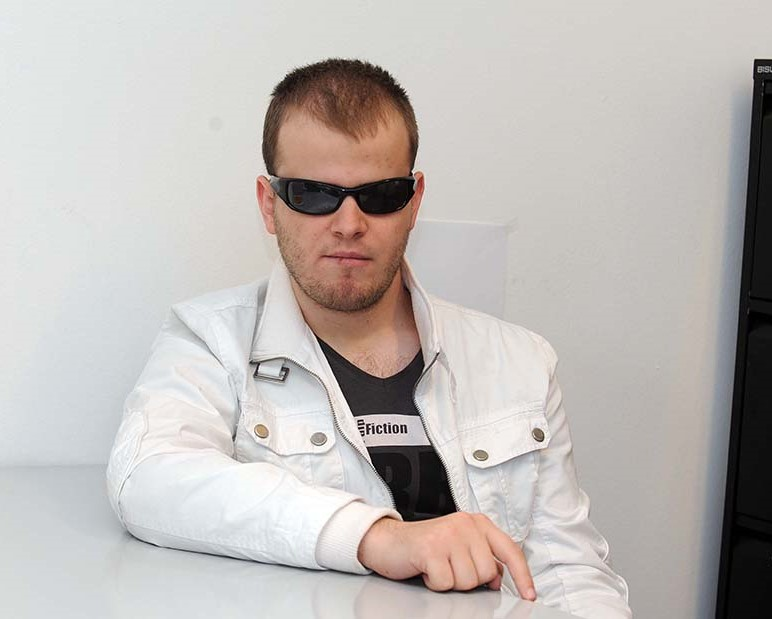 Еден од најдобрите програмери на Гугл е слеп. Кога тој можел да го постигне толку, зошто и некој од тука да не го направи тоа. Мислам дека кај нас треба да се работи на свеста на околината, другите да станат свесни дека и за слепите постојат многу можности (Фото: СДК.МК)