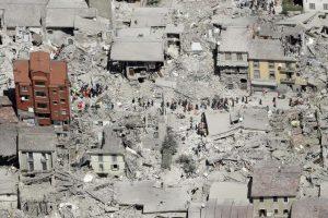 Сликите од воздух на Аматриче покажуваат апокалиптични разурнувања од земјотресот (Фото: АНСА)