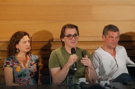 """Поповски, кој е пречекан во Белград како еден од водечките европски режисери на кого му се доверува """"Хамлет"""" во ЈДП, вели дека појдовна точка му била репликата на Шекспир:""""Морам да сум суров за да бидам добар"""""""