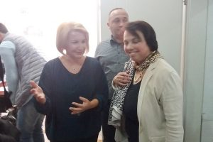 Амбасадорката на Германија во Македонија Кристине Алтхаузер и тетовската градоначалничка Теута Арифи на пуштањето во употреба на инсталацијата.