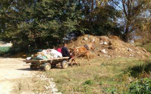 Селаните отпадот главно го фрлаат на диви депонии (Фото: СДК.МК)