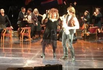 Битолчанецот Зоран Лазаревски-Паљо настапи како саксофонист во урнебесната роденденска комедија  на Народниот театар од Битола (Фото: Фејсбук)