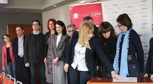 Лани на 22 ноември, 13 партии пред изборите се обврзаа дека ќе обезбедат финансии да се одржи работата на сервисите за превенција, и се надеваме дека ќе стојат на дадената обврска, велат активистите од ХЕРА