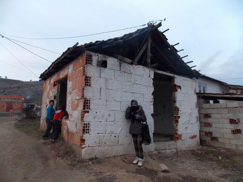 Огнот пред неколку месеци ѝ го проголта и живеалиштето на Амида Демировска , мајка на четири малолетни деца (Фото: СДК.МК)
