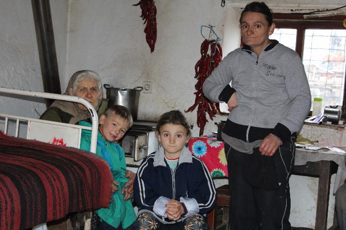 """Барам било каков стан, само да се спуштиме од планината и децата да ги школувам"""", вели Новко (Фото: СДК.МК)"""