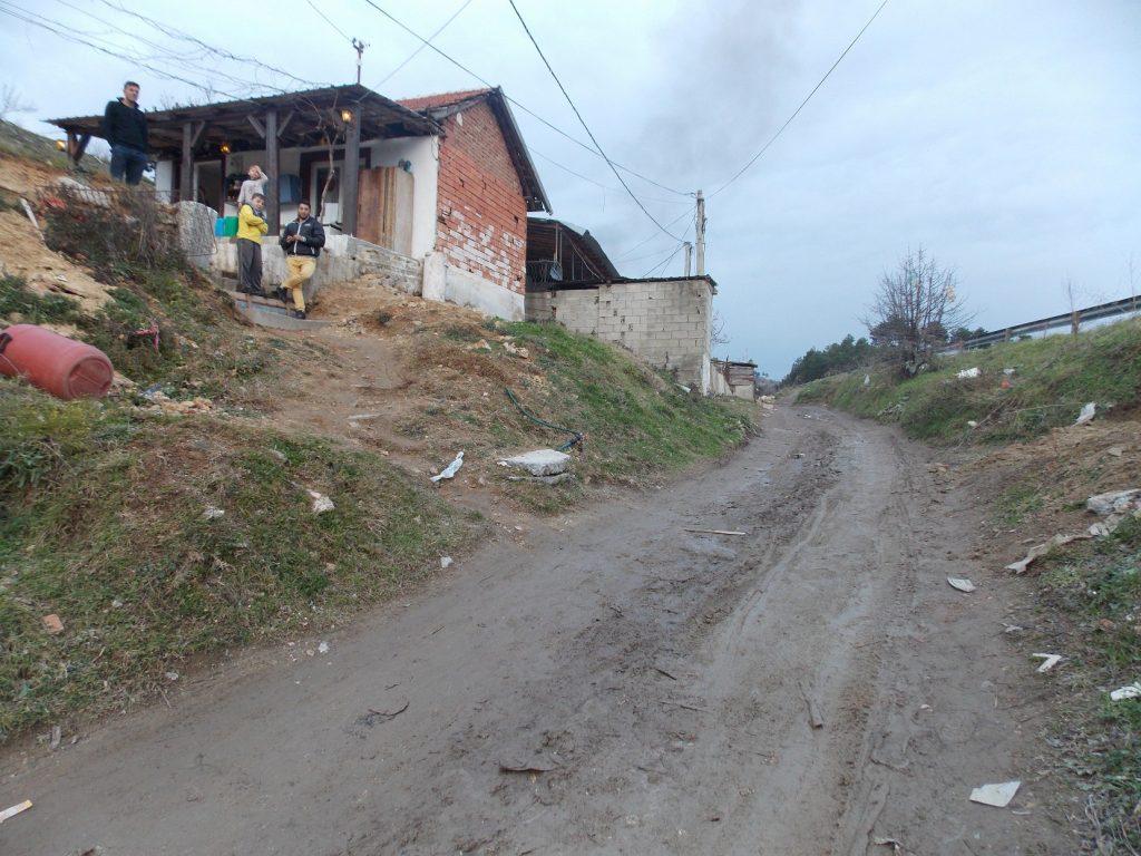 Главниот проблем е заразата која демне од калливите улици низ кои течат фекалии (Фото: СДК.МК)