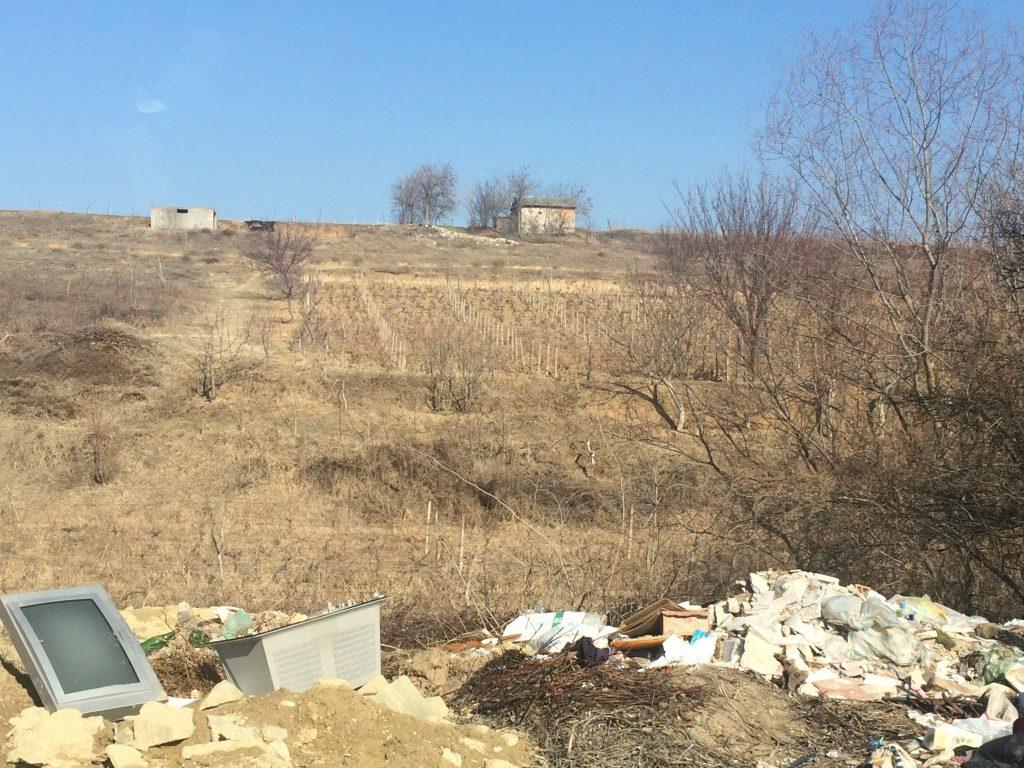 Најмногу отпад има кон месностите Белград и Овчка Река, надалеку познати по производството на квалитетно грозје (Фото: СДК.МК)
