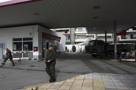 Бомбата е откриена под бензинска пумпа (Фото: СДК.МК)