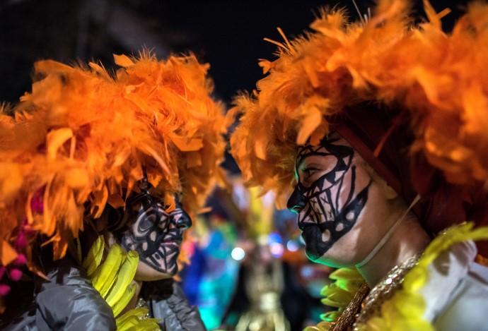 Атмосферата ја надополнија и карневалџиите од Словенија, Црна гора, Србија, Бугарија, Албанија, Русија и Аруба. (Фото: Ѓ. Личовски)