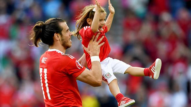 УЕФА ИМ ЗАБРАНИ НА ФУДБАЛЕРИТЕ ДА ПРОСЛАВУВААТ СО ДЕЦАТА ПО НАТПРЕВАРИТЕ