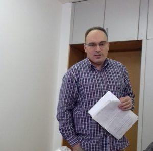 """Одговорот на барањето за информација и на сите наредни интервенции до станбеното Акционерско друштво, вели државниот советник Зоран Билбиловски кај Народниот правобранител, е секогаш ист: """"Во моментов немаме градежна фирма која ги изведува градежно-занаетчиските работи"""" (Фото: СДК.МК)"""