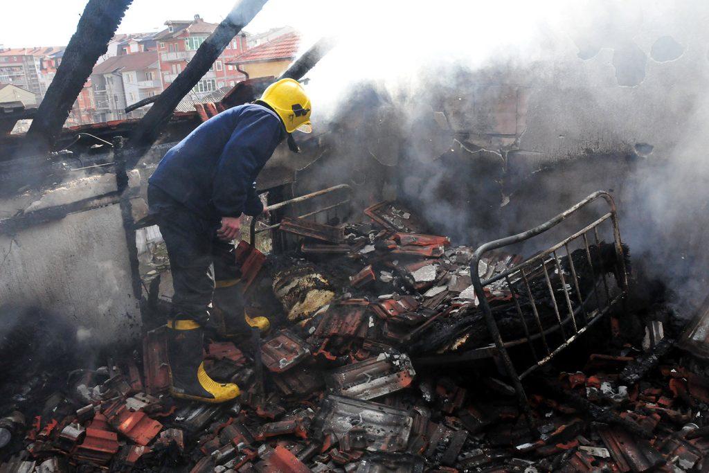 Освен приватните куќи, за неисчистените оџаци огромен проблем се зградите, а посебно висококатниците, каде штетата од пожарите е поголема (Фото: Зандон за СДК.МК)