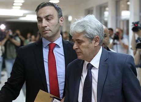 АРТАН ГРУБИ ВЕЛИ ДЕКА НЕ Е НИТУ ЗА ВМРО-ДПМНЕ НИТУ ЗА СДСМ