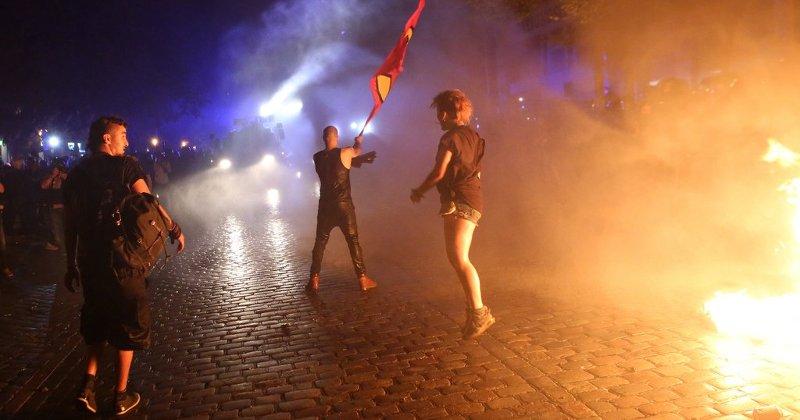 ХАМБУРШКАТА ПОЛИЦИЈА НЕ МОЖЕ ДА СЕ СПРАВИ СО ПРОТЕСТИТЕ ЗА Г20, ПОБАРА ПОМОШ ОД ЦЕЛА ГЕРМАНИЈА