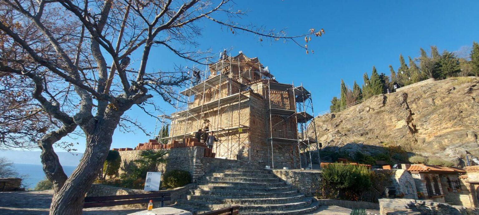 """Се санира покривот на црквата """"Свети Јован Канео"""" за да се спречи оштетувањето на фреските"""